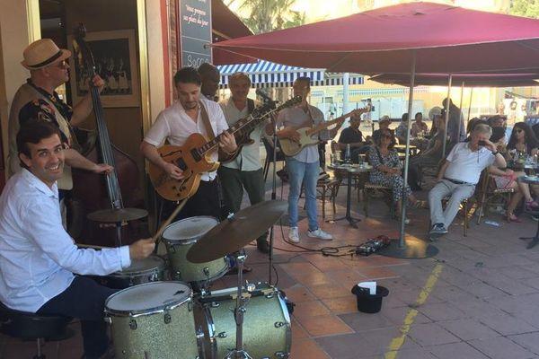 Pas beaucoup de groupe, mais c'était quand même la fête de la musique sur le cours Saleya à Nice