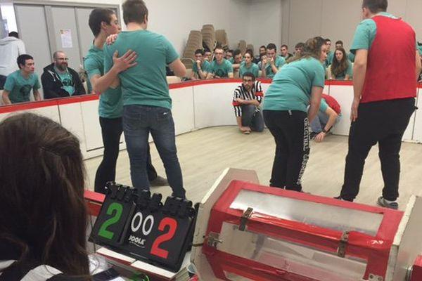 Un match d'improvisation avec des lycéens venus de lycées agricoles dans la Vienne.