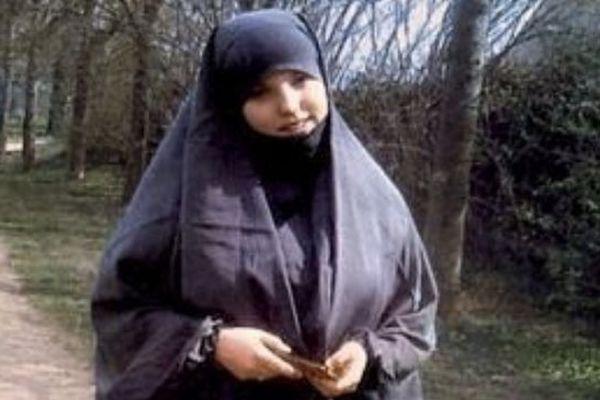 Sarah Ali Mehenni, qui a aujourd'hui 23 ans,originaire de Lézignan-Corbières (Aude) s'est convertie à l'islam à l'âge de 16 ans.