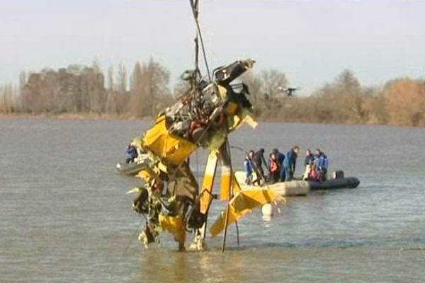 L'hélicoptère est apparu intact pour sa partie arrière