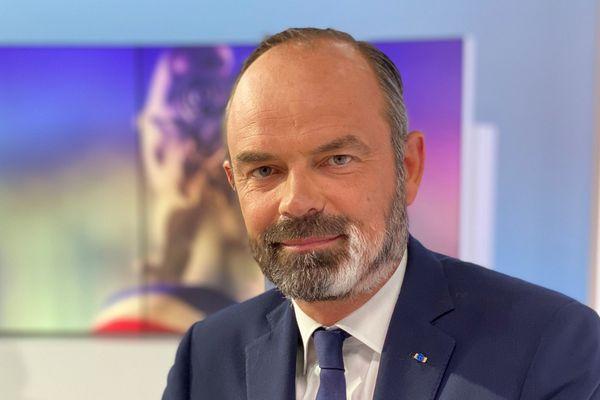 Edouard Philippe est élu maire du Havre avec près de 60% des voix.