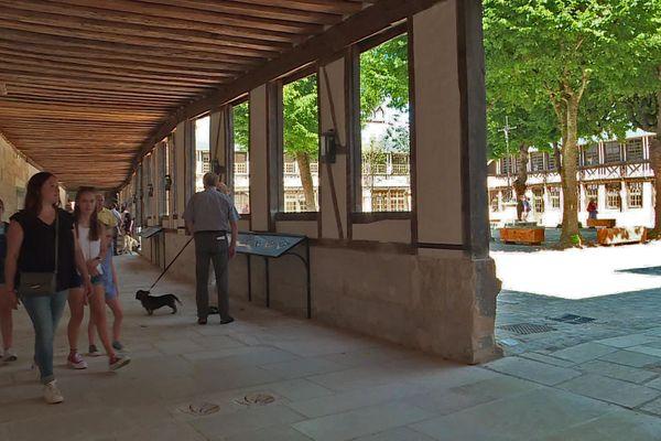 20 juillet 2020- Rouen : une des nouvelles galeries de l'aître Saint-Maclou rénové et rouvert au public