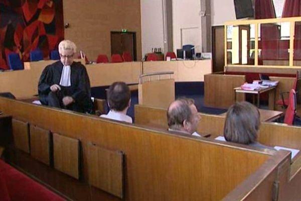 Le procès de Béatrice Guido s'est ouvert le 13 avril 2015 devant la cour d'assises du Loiret. En 2010, cette femme avait incendié la voiture où était enfermée sa fille.