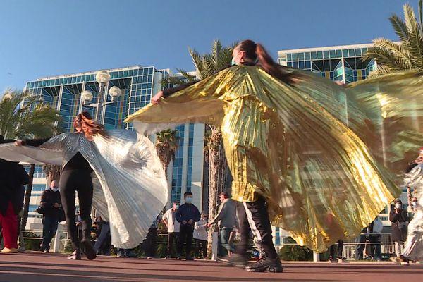 Une danse sur la musique de la Reine des Neige.