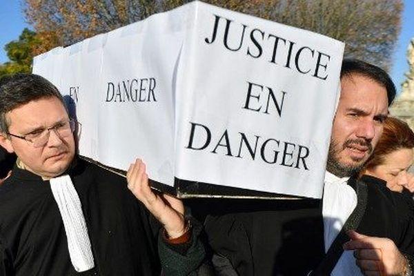 """Le 12 décembre, les avocats français avaient organisé une journée """"justice morte""""."""