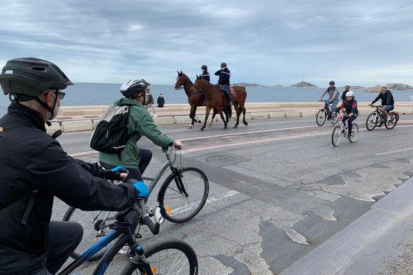 La Corniche Kennedy est entièrement réservée ce dimanche aux promeneurs et aux cyclistes