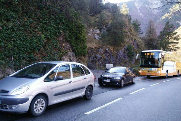 Plusieurs kilomètres de bouchons se sont formés ce samedi matin dans la vallée de la Tinée