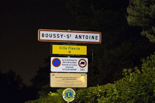 L'agresseur présumé, âgé de 34 ans, est soupçonné du meurtre d'un homme de 28 ans dans cette commune de l'Essonne.
