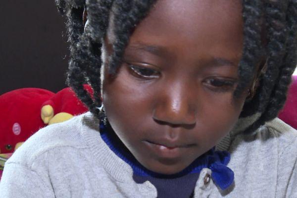 Arielle doit passer plusieurs semaines à Bordeaux où elle doit être opérée du cœur avant de retrouver sa maman au Togo