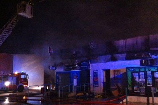 Saint-Estève (Pyrénées-Orientales) - Une dizaine de commerces ont été détruits dans l'incendie du centre commercial - le lundi 3 février 2014.