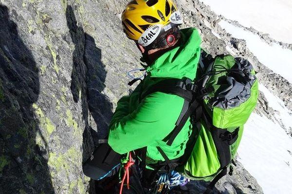 Jour 23 : arête des Salenques (5 sommets) Pierre Drouilhet avant d'arriver sur les premières difficultés.