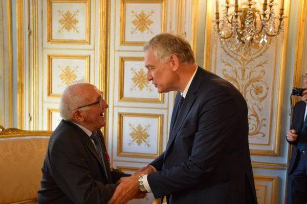 Bernard Duval, à gauche, félicité par le préfet du Calvados, Laurent Fiscus.