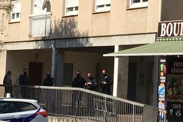Des interpellations ont eu lieu ce dimanche dans un immeuble de la rue Jean Franco à Béziers.