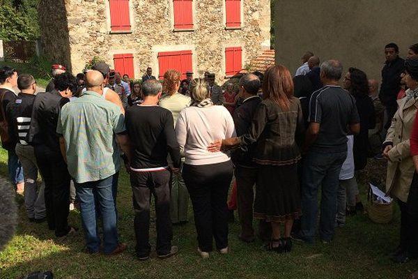 L'image forte de cette cérémonie : quand les Harkis de l'Ariège tournent le dos aux représentants de l'Etat lors de l'inauguration d'une stèle au hameau de Ginabat à Montoulieu en Ariège.