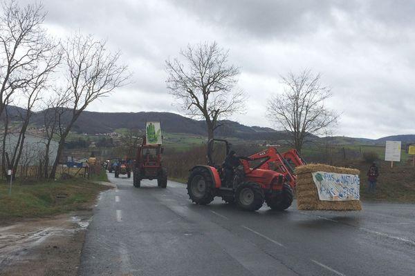 Manifestation d'un collectif d'agriculteurs et de riverains à Saint-Romain-de-Popey (69) contre implantation d'une plateforme logistique - 19/20/20