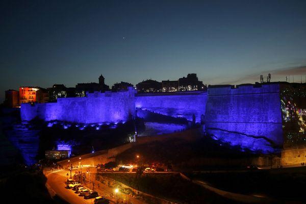 Le festival des lumières de Bonifacio (Corse du Sud) illumine la vieille ville pendant trois nuits.