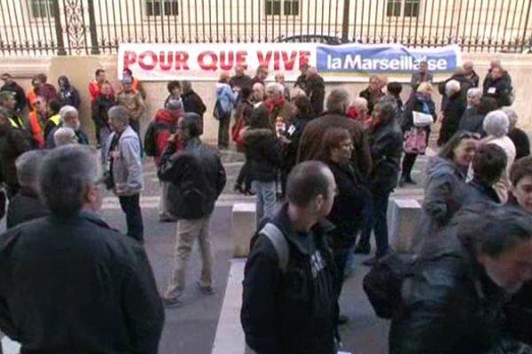 Rassemblement de salariés de La Marseillaise devant le tribunal de commerce de Marseille - 15 avril 2015