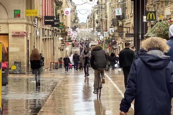 La rue commerçante Sainte-Catherine de Bordeaux est située sur le passage des manifestants ce qui impacte de manière très négative les ventes en cette période de Noël.