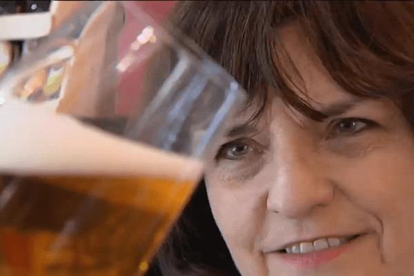Elisabeth Pierre consacre sa vie à mieux faire connaître les bières.