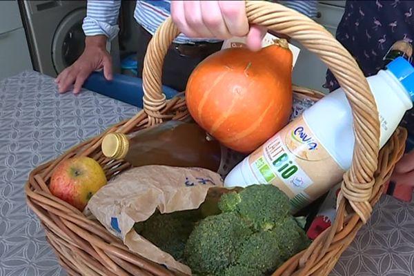 Dans le panier d'Anne Duchêne, que des produits sains et sans glyphosate.bercault