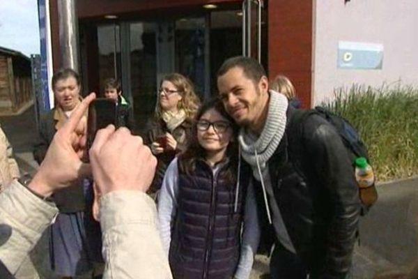 """Les fans de """"Plus Belle la Vie"""" ont pu se faire photographier avec Rudy (Ambroise Michel)."""