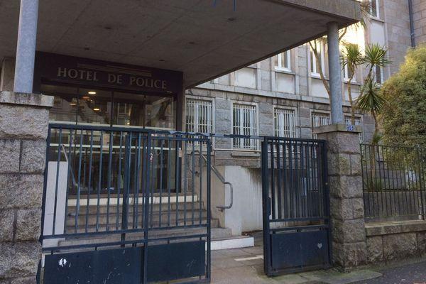 Une partie des sept interpellés ont été en garde à vue plus de deux jours dans les locaux du commissariat de Brest