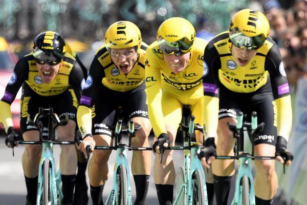 Bruxelles, le 7 juillet 2019. L'équipe Jumbo-Visma du maillot jaune Mike Teunissen remporte le contre-la-montre par équipe.
