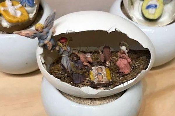 Une coquille d'œuf ? Ne reste plus qu'un travail minutieux pour une crèche miniature.