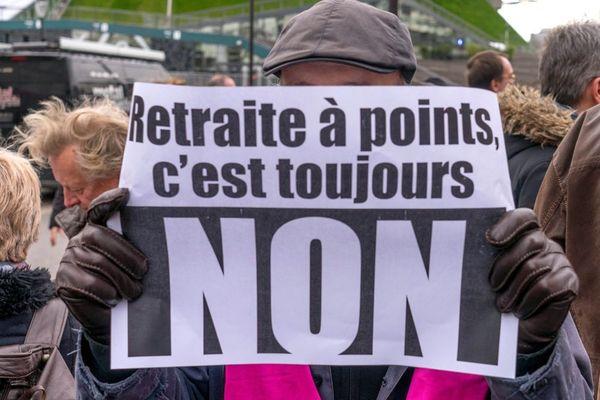Un rassemblement contre la reforme des retraites a l'appel des organisations syndicales de la Fonction publique. CFE-CGC, CGT, FA, FO, FSU, Solidaires devant Bercy le 15 janvier 2020