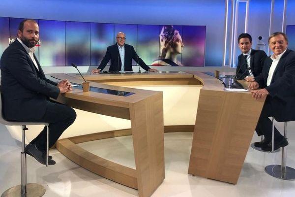 Ils seront 4 candidats en lice pour le second tour des élections municipales sur la capitale gardoise Nîmes le 28 juin prochain. Mais seuls 3 ont débattu sur le plateau de France 3 ce mardi 16 juin.. Une nouvelle fois en l'absence du maire sortant Jean-Paul Fournier (LR).
