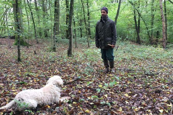 Stéphane Philippe et Fabia son chien truffier, fin limier de l'or noir !