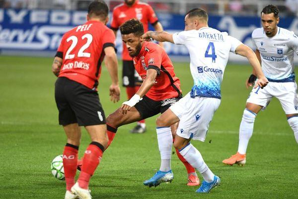 Auxerre a fait match nul 2-2 face à Guingamp lors du match de clôture de la 4e journée de Ligue 2 lundi 19 août 2019.