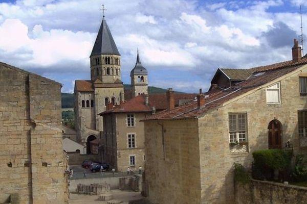 La ville de Cluny, en Saône-et-Loire, abrite près de 5 000 habitants, ainsi qu'un des huit campus de la célèbre école d'ingénieurs, l'ENSAM (Ecole nationale supérieure des arts et métiers)