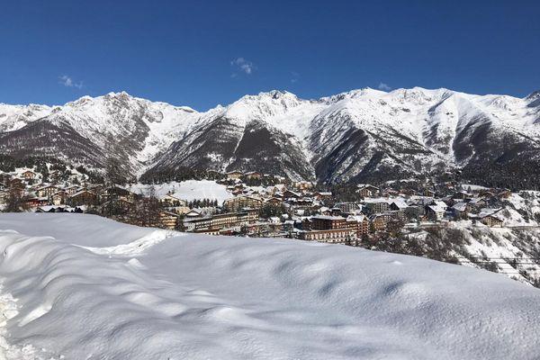 Belle neige à Auron en ce début d'hiver 2020... Mais sans skieurs !