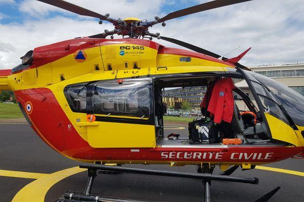 L'hélicoptère Dragon 63 est intervenu à Vieille-Brioude, en Haute-Loire, pour secourir une personne gravement brûlée dans un feu d'habitation.