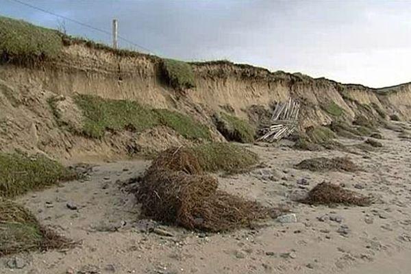 La dune de Saint-Jean-de-Thomas, attaquée par la mer