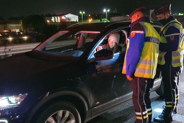 Les gendarmes ont contrôlé près de 200 personnes lundi soir à partir de 18 h à l'entrée de Saint Jean de Védas, près de Montpellier. La plupart était en règle, en déplacement professionnel.