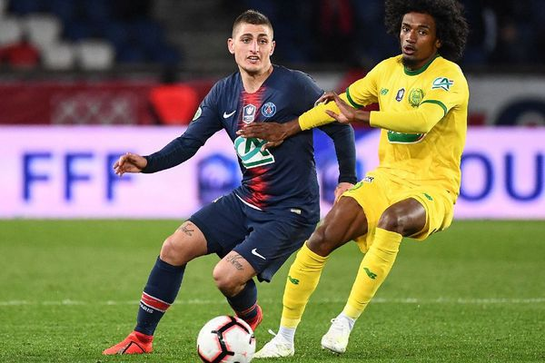 Le milieu de terrain parisien Marco Verratti opposé au défenseur nantais Samuel Moutoussamy lors de la demi-finale de la Coupe de France entre le Paris Saint-Germain et le FC Nantes au Parc des Princes à Paris le 3/04/2019
