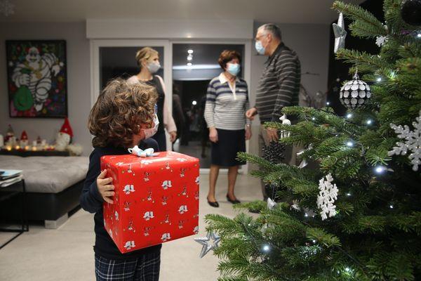 Pour Noël et en tous temps, ils donnent une seconde vie aux jouets d'occasion et aux jeux anciens