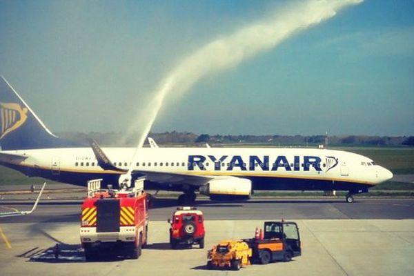 Samedi 4 avril les pompiers de l'Aéroport de  Lorient Bretagne Sud fêtent la première liaison Porto Lorient