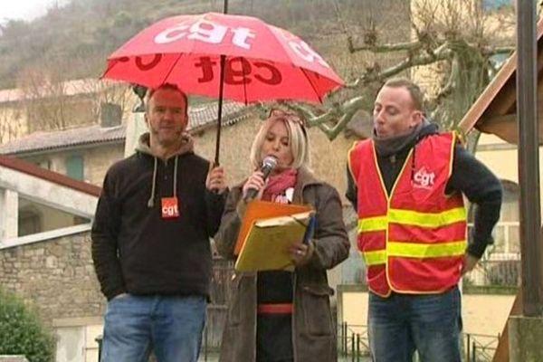 """Les salariés protestent contre une """"discrimination syndicale"""" après le non-renouvellement de contrat de deux syndicalistes."""