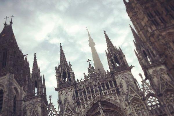 Le ciel au dessus de la Cathédrale Notre-Dame de Rouen (76).