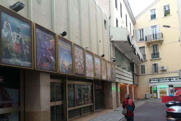 L'homme a été retrouvé devant le cinéma l'Olympia à Cannes.