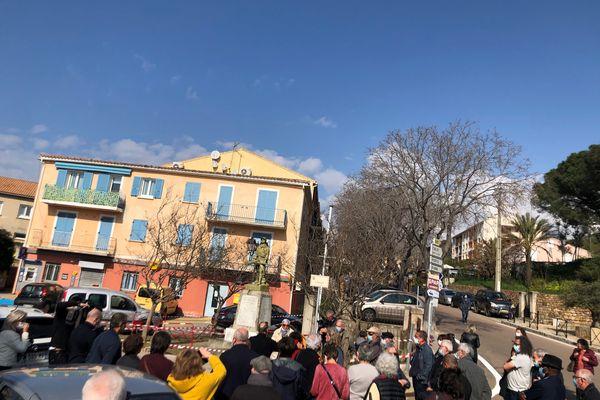 Environ 80 personnes se sont rassemblées, ce samedi 6 mars, à Cargèse pour rendre hommage à Salah Klaï, jardinier de 68 ans assassiné le 31 janvier dernier.