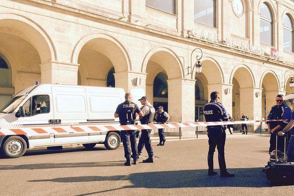 Archives : Nîmes - la gare évacuée à cause d'une valise suspecte - 7 septembre 2018.