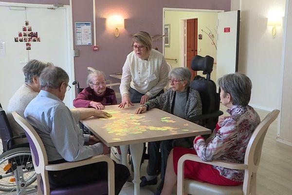 Une table magique installée il y a 3 semaines dans l'unité protégée de l'EHPAD l'Age d'Or à Beauvais