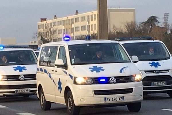 Les ambulanciers bloquent le périphérique Laurent Bonnevay mercredi 28 novembre 2018