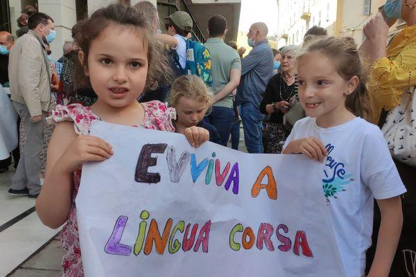 Une centaine de personne ont manifesté ce samedi matin à Bastia