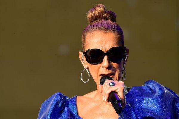 Céline Dion en 2019 lors d'un concert à Londres. Elle sera à Carhaix le 15 juillet 2021