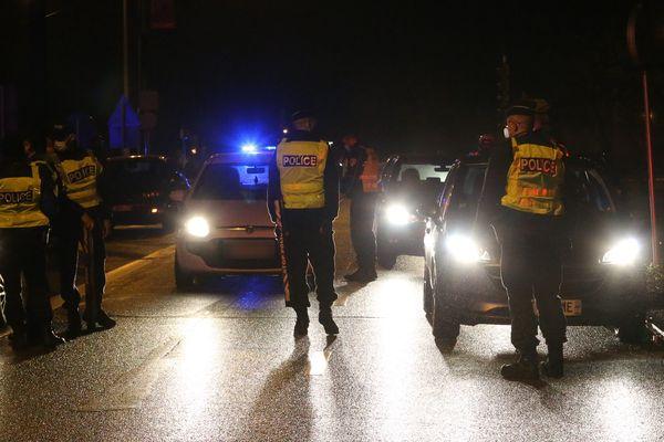Alors que les policiers réalisaient un contrôle nocturne, le chauffard a refusé d'obtempérer et tenté de prendre la fuite, mardi 18 mai à Lyon.
